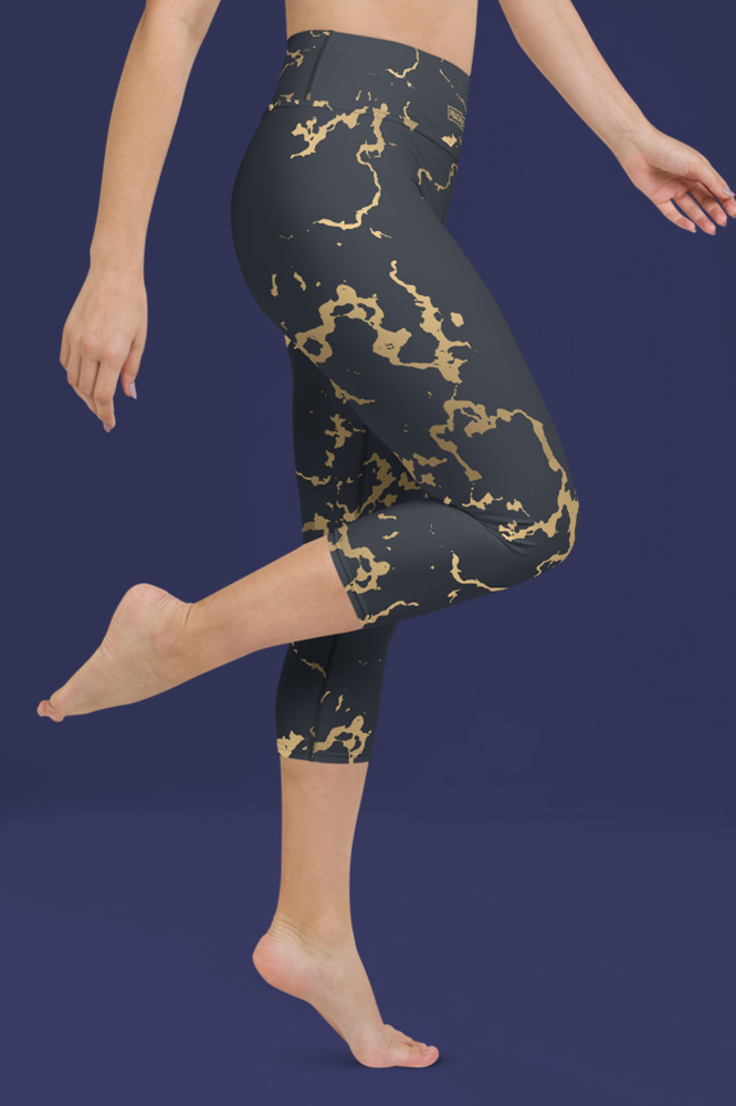 Portor | Dark Golden Marble Capri Leggings